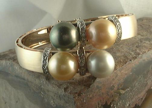 4-Pearl Bracelet